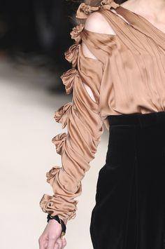 Tweed Rose: Close up: Chloé Fall 2009/2010 Paris Fashion Week