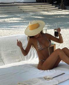 Summer Baby, Summer Girls, Beach Please, Mädchen In Bikinis, Beach Poses, 2 Piece Swimsuits, Summer Feeling, Summer Photos, Summer Breeze