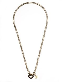 Pure and classic - Arabella necklace is made of stainless steel plated in 14kt gold, fastening the clip system - comfortable to wear and easy on the look.