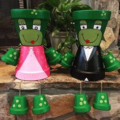 Frog Prince & Frog Princess Flower Pot People/ flower pot/ by ShadyPenguins Painted Tires, Painted Clay Pots, Painted Flower Pots, Hand Painted, Flower Pot Art, Clay Flower Pots, Flower Pot Crafts, Flower Pot People, Clay Pot People