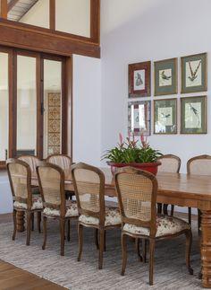 Um refúgio romântico. Veja: http://www.casadevalentina.com.br/projetos/detalhes/um-refugio-romantico-605 #decor #decoracao #interior #design #casa #home #house #idea #ideia #detalhes #details #style #estilo #cozy #aconchego #conforto #nature #natureza #casadevalentina #diningroom #saladejantar