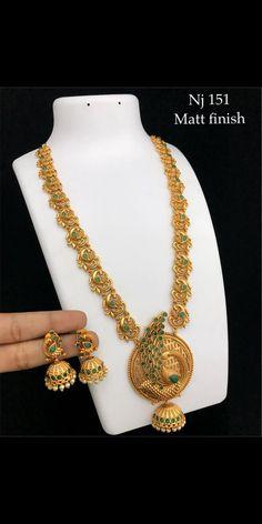 Jewelry Design Earrings, Gold Earrings Designs, Bead Jewellery, Temple Jewellery, Gold Bangles Design, Gold Jewellery Design, Indian Jewelry Sets, India Jewelry, Antique Jewellery Designs