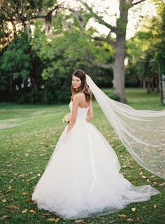 Photography: Loren Routhier - lorenrouthierphotography.com/  Read More: http://www.stylemepretty.com/2014/09/03/charleston-destination-wedding-at-old-wide-awake-plantation/