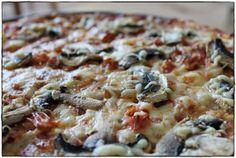 ginger in the basement.: Pizza Regina (Pizza al prosciutto e funghi).