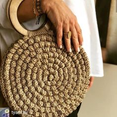 Reposted from - Meet the Crochet Wallet, Free Crochet Bag, Crochet Clutch, Crochet Handbags, Crochet Circles, Crochet Round, Crochet Needles, Crochet Stitches, Hello Kitty Crochet