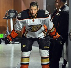 Ryan Kesler getting ready for the Anaheim Ducks game