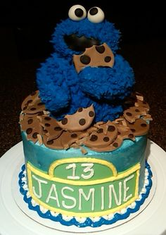 cookie monster cake Posted by Pint Sized Pastry at 659 PM 1