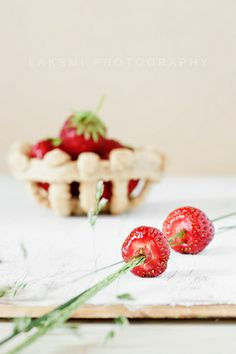 Straw-berries   Flickr - Photo Sharing!,  http://www.flickr.com/photos/laksmi_w/4755875656/