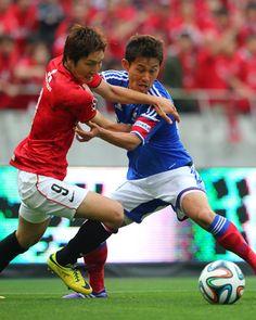 [ J1:第10節 浦和 vs 横浜FM ] 日本代表のアルベルト・ザッケローニ監督も視察に訪れたこの試合。候補選手同士の激しいマッチアップも見られた。