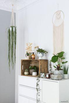 Urban Jungle zuhause verwirklicht. Das kann unter anderem so schön aussehen wie bei Elbmadame. Die Produkte findet ihr auf Etsy.