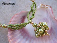 Schema MATERIALE: perle 6 mm perle 4 mm rocailles 10/0 rocailles 11/0 filo ago Fonte: http://vezsuzsigyongyei.blogsp...