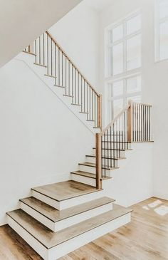 Modern Staircase Design Ideas - Modern stairs are available in lots of styles an. Modern Staircase Design Ideas – Modern stairs are available in lots of styles an… Wood Railings For Stairs, Interior Stair Railing, Modern Stair Railing, Concrete Staircase, Stair Railing Design, Flooring For Stairs, Steel Stairs, Stair Handrail, Exterior Stairs