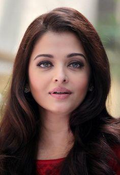 Aishwarya Rai Makeup, Aishwarya Rai Young, Aishwarya Rai Photo, Actress Aishwarya Rai, Aishwarya Rai Bachchan, Aishwarya Rai Hairstyle, Aishwarya Rai Pictures, Deepika Padukone, Beautiful Bollywood Actress