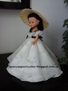 Nancy en particular Girl Doll Clothes, Doll Clothes Patterns, Clothing Patterns, Vestidos Nancy, Chatty Cathy, Doll Making Tutorials, Madame Alexander Dolls, Barbie, American Girl