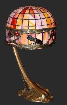 www.italialiberty.it/theworldartnouveau | Tiffany lamp (~1900)