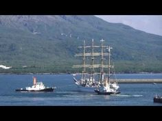 鹿児島市の風景|航海練習帆船「日本丸」船首の方向を180度変えて鹿児島港出港