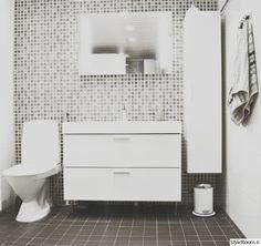 kylpyhuone,mustavalkoinen,laatat