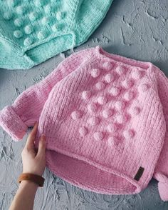 Sweater for baby knitting for kids childrenThe bubbles would be cute on a little cardiganIn a soft pink or aqua Knitting For Kids, Baby Knitting Patterns, Knitting Designs, Free Knitting, Knitting Projects, Knitted Baby Clothes, Knitted Hats, Pull Bebe, Baby Vest
