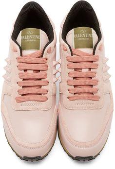 Valentino Baskets roses en suède et en cuir Rockstud Trak Pink Suede Shoes, Suede Leather Shoes, Leather Trainers, Pink Leather, Lace Up Shoes, Valentino Trainers, Valentino Shoes, Pink Sneakers, Leather Sneakers