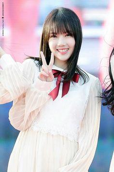 Kpop Girl Groups, Kpop Girls, Entertainment, G Friend, Dancer, Flower Girl Dresses, Disney Princess, Wedding Dresses, Music