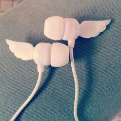Earphones with Wings! Girly Things, Cool Things To Buy, Cute Headphones, Mode Kawaii, Accessoires Iphone, Kawaii Room, Kawaii Accessories, School Accessories, Accesorios Casual