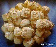 Kovászos krumplis pogácsa II.   Betty hobbi konyhája Garlic, Vegetables, Fruit, Food, Essen, Vegetable Recipes, Meals, Yemek, Veggies