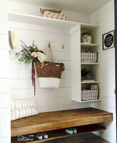 Rustic Farmhouse Mudroom Bench Ideas (34)