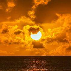 Precisamos de legenda pra a foto aqui. Marque um amigo seu também para nós ajudar na grande foto de @_bgaspar. - Fernando de Noronha 2016 #fernandodenoronha #paradise #noronha #sea #sunset #canon #photographer #aloha #brasil #beach #sky #goldenhour #sun #curtonoronha