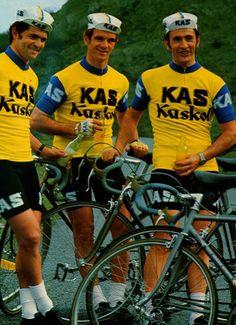 aquí  el popular equipo kas con fuenet y cia. Cycling Art, Cycling Jerseys, Vintage Cycles, Retro, Racing, Bike, Instagram Posts, Portraits, Popular