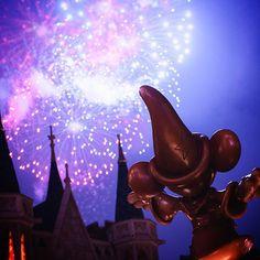 "Have a magical New Year! みなさん、""マジカル""なお年を  #fireworks #tokyodisneyland #tokyodisneyresort #花火 #東京ディズニーランド #東京ディズニーリゾート #魔法使い #よいお年を"