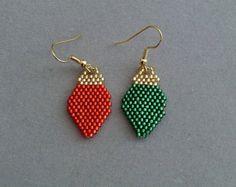 peyote beaded christmas stocking | Green and Red Beaded Lightbulb Earr ings for Christmas ...