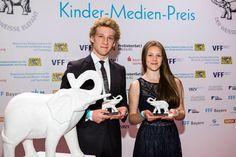 """Der Medien-Club #München hat während des #Filmfestes Merle Juschka und Johannes #Hallervorden als beste Nachwuchsdarsteller mit dem Preis """"Der weiße Elefant"""" ausgezeichnet. Die beiden haben die Jury mit ihren Rollen in der #Disney-Serie """"Binny und der Geist"""" überzeugt."""