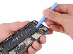 7. Brug ikke for mange kræfter, da det kan føre til at du ødelægger eller punkterer batteriet. Iphone 5, Mp3 Player, Punk, Personalized Items, Kante, Tutorials, Punk Rock
