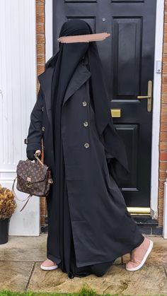 Discover our new amazing piece of style . THE MAXI TRENCH PARIS with two pockets and a belt . Available in 3 sizes ! Please note the model is 1m62 for a size S and she is wearing the Beige in size 1(S) . The change between the size is more about wide than lenght . so if you love the loose effect of a trench take a side