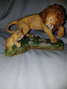 """The Franklin Mint """"Courageous Cub"""" by Jonathan Goode Figurine"""