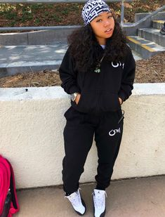 baddie outfits with white jeans Swag Outfits For Girls, Cute Swag Outfits, Cute Comfy Outfits, Chill Outfits, Sporty Outfits, Teenager Outfits, Dope Outfits, Fall Tomboy Outfits, Freshman Outfits