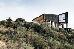 Perched on a Chilean cliff's edge, the Encallada House is part beach house, part mountain retreat.