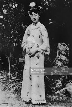 The Chinese empress Wan Jung, Puyi's wife . Get premium, high resolution news photos at Getty Images Old Photos, Vintage Photos, Last Emperor Of China, Shanghai Girls, Qin Dynasty, Chinese Emperor, Asian History, Ancient China, Hanfu
