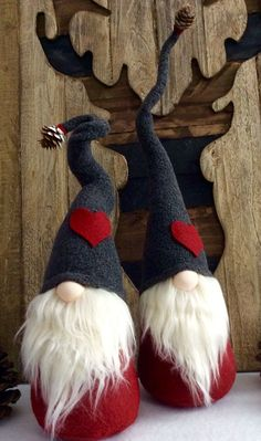 Scandinavian Tomte Ollie Nordic Nisse by DaVinciDollDesigns I love gnomes, they are the cutest Scandinavian Christmas Decorations, Scandinavian Gnomes, Swedish Christmas, Christmas Gnome, Christmas Projects, Christmas Holidays, Christmas Ornaments, Felt Crafts, Holiday Crafts