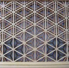 Shoji- Closer detail of the asa-no-ha (麻の葉) and sesame (胡麻殻) patterns. Geometric Patterns, Wall Patterns, Print Patterns, Floral Patterns, Motifs Textiles, Textile Patterns, Japanese Patterns, Japanese Design, Lattice Screen