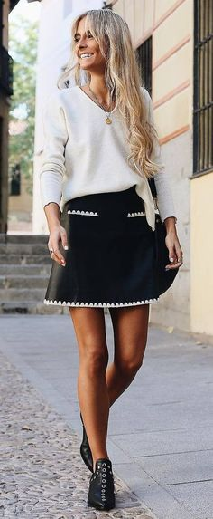 white and black trends / sweater + bag + skirt + boots