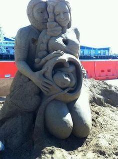 Beautiful Sand Art, Love and Life in the Womb