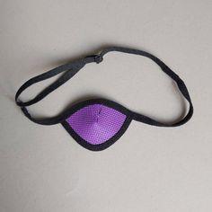 Dit ooglapje is gemaakt van een ademende mesh stof. Na vele verzoeken van klanten nu uitgerust met een verstelbaar bandje