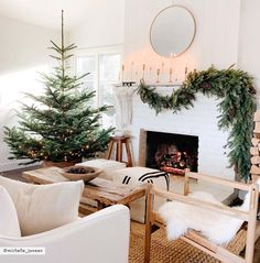 Holiday Home Tour: This Dreamy Space Proves That White Is Ac.-Holiday Home Tour: This Dreamy Space Proves That White Is Actually the Most Festive Color Holiday Home Tour: Step Inside Michelle Harriss' Dreamy and Inviting Space - Christmas Crunch, Cozy Christmas, All Things Christmas, Christmas Holidays, Christmas Tables, Minimal Christmas, Purple Christmas, Natural Christmas, Coastal Christmas