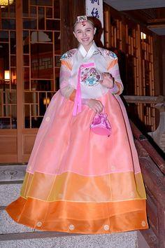 Korean Traditional, Traditional Dresses, Korean Hanbok, Harajuku, Beautiful, Clothes, Style, Fashion, Outfits