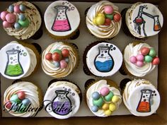 Science Cake, Science Party, Fondant Cupcake Toppers, Cupcake Cakes, Chemistry Cake, Funny Chemistry, Beautiful Cakes, Amazing Cakes, Science Lab Decorations