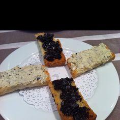 Tostadas con trufa negra Melanosporum y aceite de oliva del Bajo Aragón. Restaurante Melanisporum, Hotel La Trufa Negra, Mora de Rubielos, Teruel.