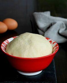 PAN BRIOCHE SALATO INFALLIBILE ricetta base perfetta per rosticceria Cake Design Inspiration, Panettone, Focaccia, Biscotti, Italian Recipes, Pesto, Pane Pizza, Oven, Bread Baking