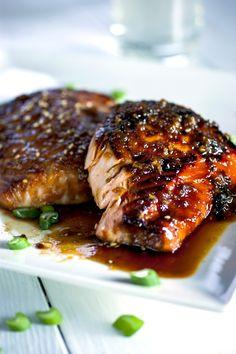 Garlic-Miso Glazed Salmon Crispy Garlic-Miso Glazed Salmon - SUBSTITUTE your favorite artificial sweetener for the honey.Crispy Garlic-Miso Glazed Salmon - SUBSTITUTE your favorite artificial sweetener for the honey. Fish Recipes, Seafood Recipes, Dinner Recipes, Cooking Recipes, Healthy Recipes, Recipes For Salmon Filets, Honey Recipes, Ono Kine Recipes, Tuna Steak Recipes