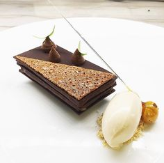 Dreaming about Pastry Chef Etienne Lebastard's (from Bouley NYC, Valrhona Cercle V member) latest chocolate dessert: Valrhona ARAGUANI 72% from Venezuela, Coriander seed, Hazelnut ice cream and Earl grey